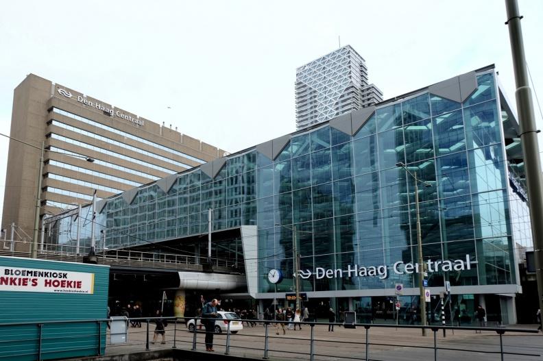 CS  -- Geïnspireerd door een krantenfoto heb ik geprobeerd het hele gebouw op de foto te krijgen.
